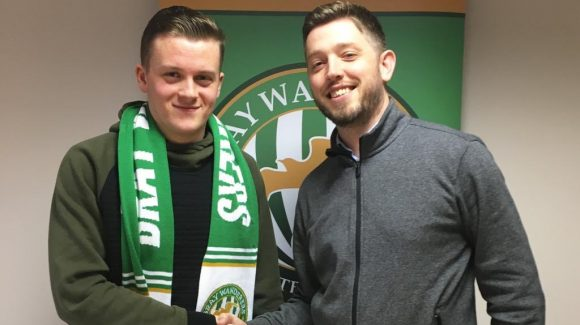Richard Purdy signs for Wanderers
